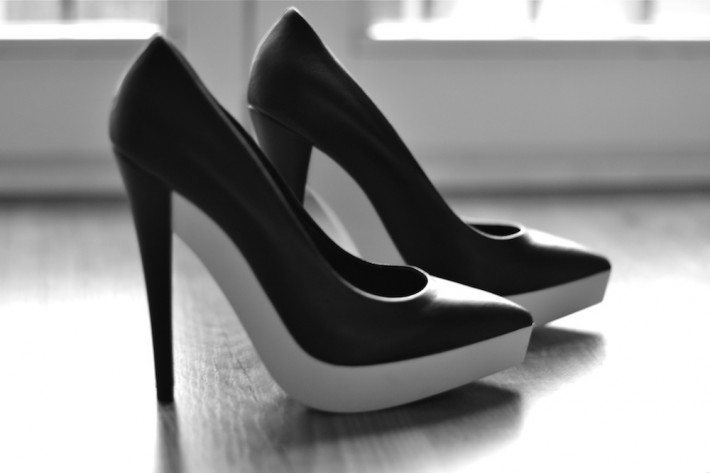 Stella-McCartney-black-and-white-sole-pumps-fall-2012-collection-710x473